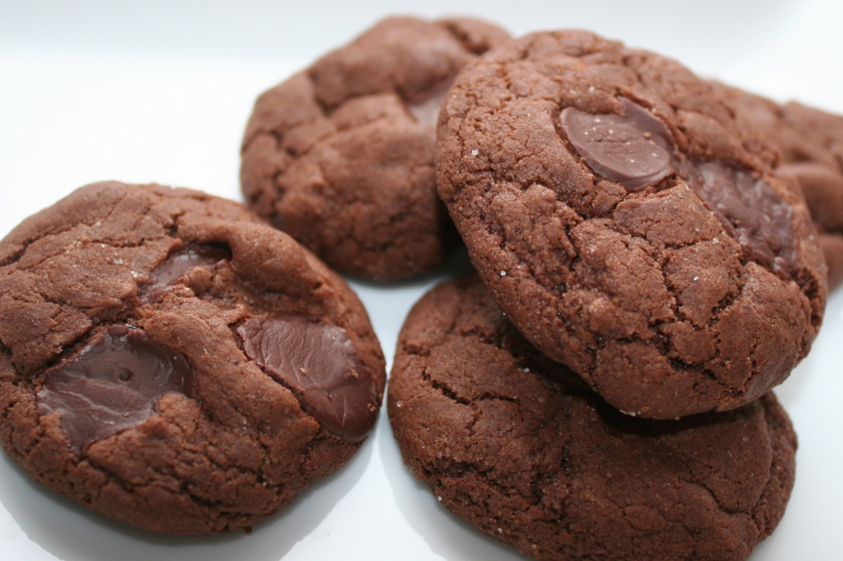 chocolate_chocolate_chip_cookie_recipe_vegan_white_plate